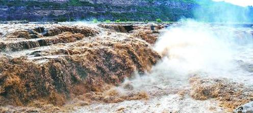 黄河壶口瀑布迎来最大洪峰