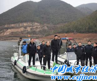 河南淅川县依法取缔库区拦河养鱼网箱养鱼