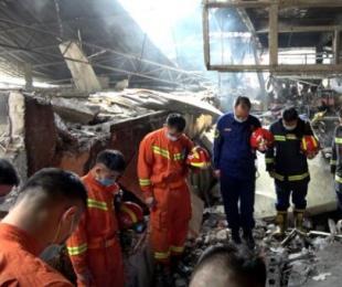广西一农贸市场发生火灾后坍塌 一名消防员牺牲